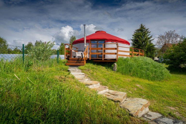 Izera Glamping - Luksusowe jurty w górach Izerskich - czerwona (1)