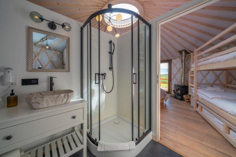 Izera Glamping - Luksusowe jurty w górach Izerskich - czerwona (10)