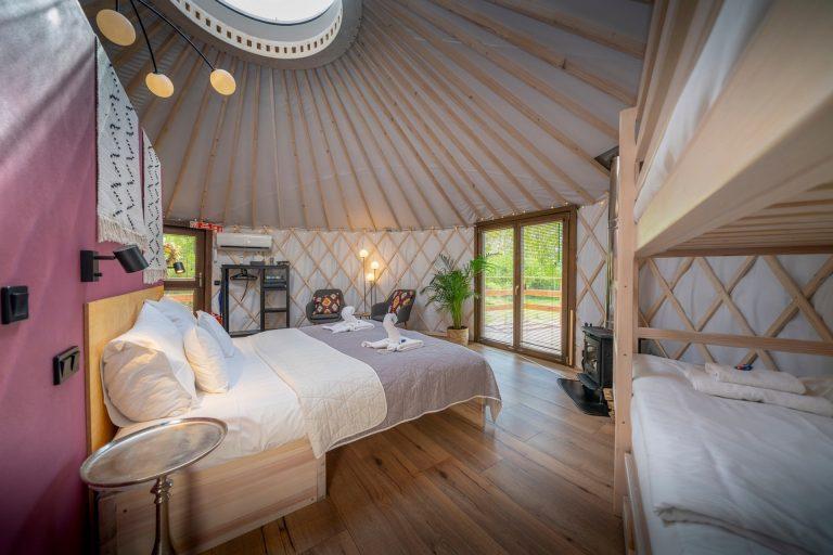 Izera Glamping - Luksusowe jurty w górach Izerskich - czerwona (11)
