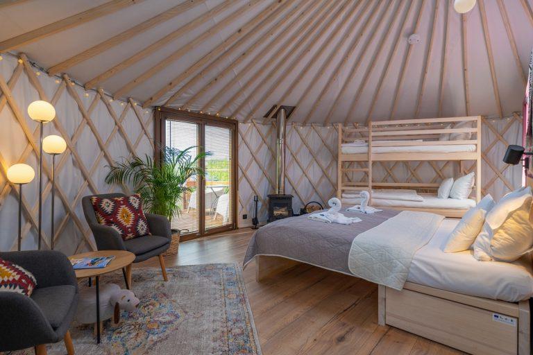 Izera Glamping - Luksusowe jurty w górach Izerskich - czerwona (14)