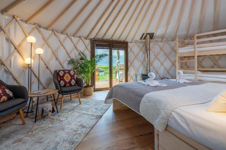Izera Glamping - Luksusowe jurty w górach Izerskich - czerwona (15)