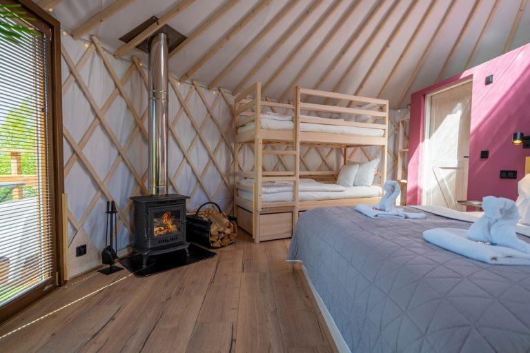 Izera Glamping - Luksusowe jurty w górach Izerskich - czerwona (17)