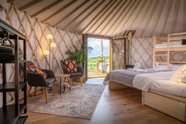 Izera Glamping - Luksusowe jurty w górach Izerskich - czerwona (21)