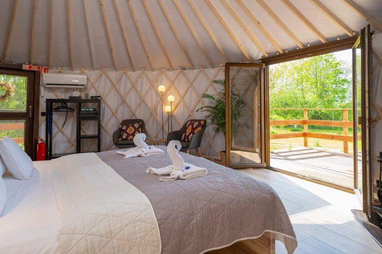 Izera Glamping - Luksusowe jurty w górach Izerskich - czerwona (22)