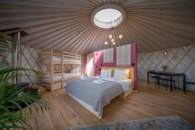 Izera Glamping - Luksusowe jurty w górach Izerskich - czerwona (7)