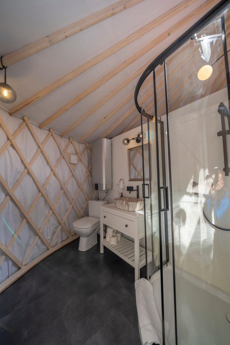 Izera Glamping - Luksusowe jurty w górach Izerskich - czerwona (9)