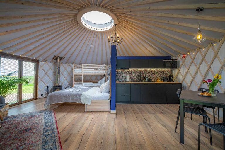 Izera Glamping - Luksusowe jurty w górach Izerskich - niebieska (1)
