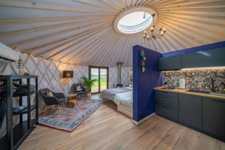 Izera Glamping - Luksusowe jurty w górach Izerskich - niebieska (13)