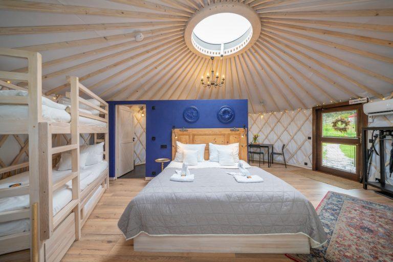 Izera Glamping - Luksusowe jurty w górach Izerskich - niebieska (15)