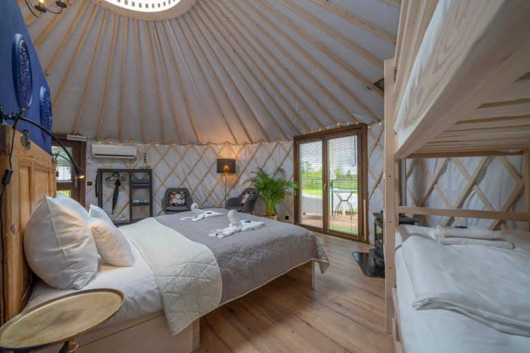 Izera Glamping - Luksusowe jurty w górach Izerskich - niebieska (5)